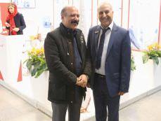 بازدید معاون محترم وزیر راه و شهرسازی از غرفه شرکت پیشگامان صنعت پزشکی یزد طب